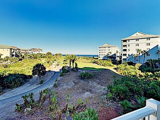 Ocean-View Cinnamon Beach Gem | Alfresco Dining | 2 Pools & Beach Walkover