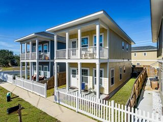 New Downtown Getaway With Off Street Parking - Close To All Things Pensacola - F