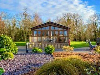 Deneb Luxury Lodge With Hot Tub, Nr Malton