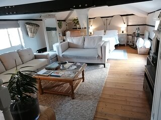 The Clockhouse - Romantic Getaway Cottage Windsor