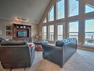 NEW! Lakemont Retreat w/Mountain Views & Game Room