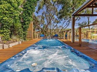 Rye Family Entertainer With Pool, Spa & Barn