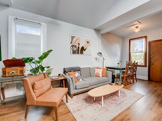 Charming Vintage 2BR Apartment in Oakland