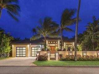 Kahala Luxury Resort Home w/heated pool/spa in exclusive Oahu neighborhood.