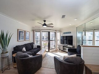 Fabulous condo conveniently located to all the must be places!
