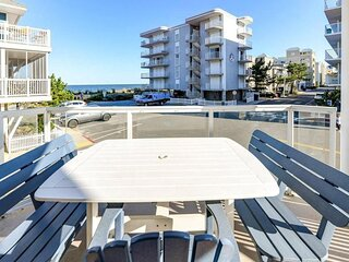 Charleston 101 - 2,000-SqFt Upscale Condo, Wrap-Around Balcony, Ocean Views!