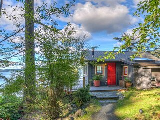 Isle Dream Cottage (All Dream Cottages) Private Waterfront Hideaway, Orcas, WA)