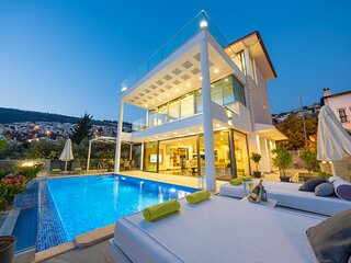 Villa Kalamar Luxury is 100 Meters From The Sea Has 4 Bedroom With Private Pool