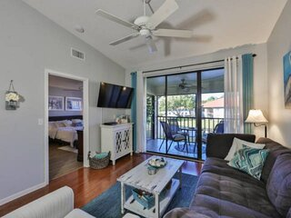 WIFI, Community pools, Close to Beaches, Golfing, IMG 3 minutes away, shopping a