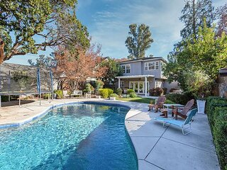Land Park Luxury Home | Private Pool & Chef's Kitchen | Steps to William Land
