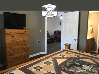 Winter Pricing! Close to Everything! Center of Pigeon Forge!