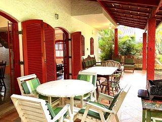 Casa com wifi a 100 metros da praia de Guaecá