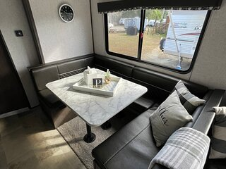 Beach Express Glamper #1. Modern & Cozy! With WiFi. Minutes to everything!