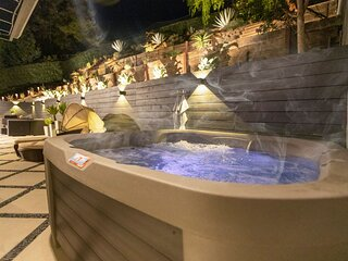Private Oasis by Topanga Canyon   Smart-Home⎜Hot Tub⎜Workspace⎜Fireplace⎜BBQ   