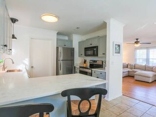 10 Minutes to Beach & Downtown!  Renovated Dog Friendly Home w/ Bunk Bedroom & F