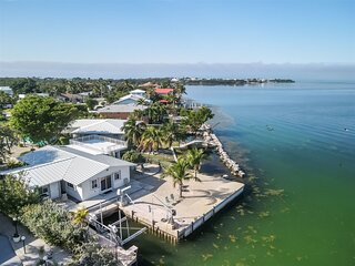 Palm Point 3 bed 2bath home with  open water views & dockage