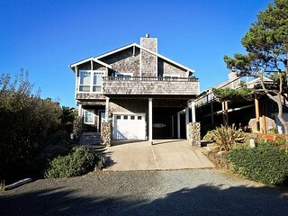 SPINDRIFT HIDEAWAY~MCA 1686 ~Luxurious premier townhome 1/2 block from beach!