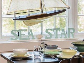 New! Sea Star: Spacious private oasis, Private Fast WiFi, 2min walk to shops, ea
