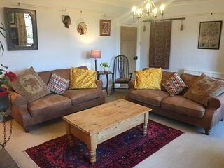 Holiday Home - Hollyhock House - Belford