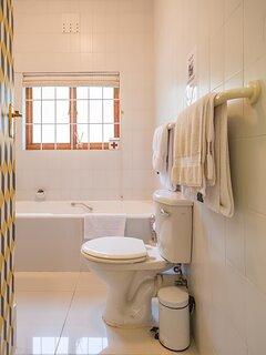 Downstairs en-suite bathroom (queen bed room)