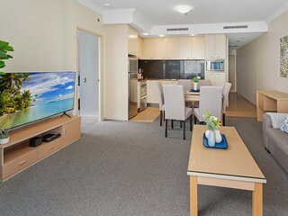 CBD Unit with Balcony and Pool Near Shops and Gardens