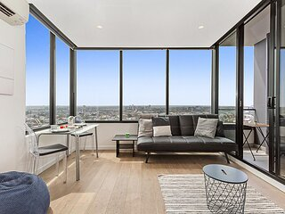 Stylish Modern Apartment With Skyline View