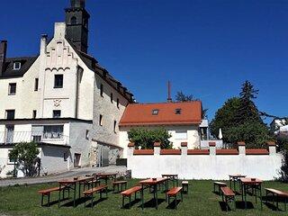 Suite auf Schloss Weichs zu Regensburg 90qm mit 2 Schlafzimmer, Parkpl.+Internet