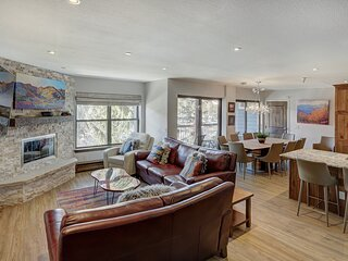 4Br Renovated Ski-In Condo-Sleeps 10–Downtown Breck