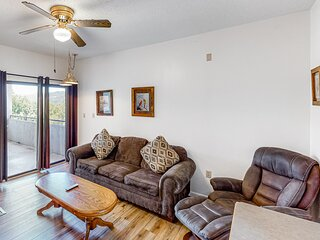 Inviting condo w/ mountain views, shared pool, gas fireplace, & private balcony