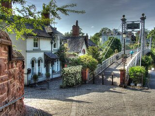 Beautiful period cottage, exceptional riverside location in the heart of Chester