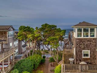Fantastic Coastal Getaway, Open Floor Plan, Steps Away From Beach, Fireplace, BB