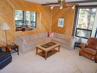 Great Condo With Free Shuttle to Mammoth and the Village! Just A Short Walk to