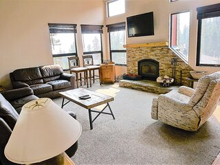 Spacious 3 Bedroom Condo with Loft - Great Hiking & Biking Nearby! (Unit 615 at