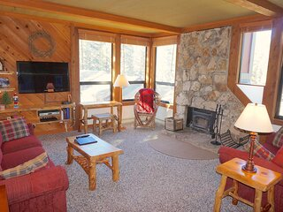 Nicely Remodeled 2 Bedroom Condo in Mammoth! Easy Access to Skiing, Hiking, or