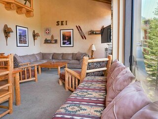 Beautiful 2 BR with 2 Lofts SLOPESIDE! Close To Canyon Lodge! (Unit 662 at 1849)