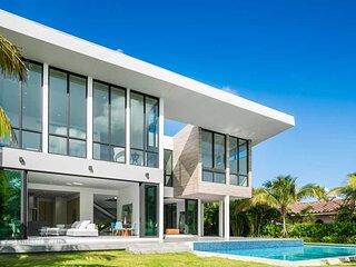 Brand New Modern Mansion, Waterfront, 6 Suites #2