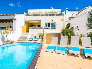 SLEEPS 12.AWESOME 5 Bedroom Air-conditioned Pool Home ~ Contactless Check in, holiday rental in Tormos