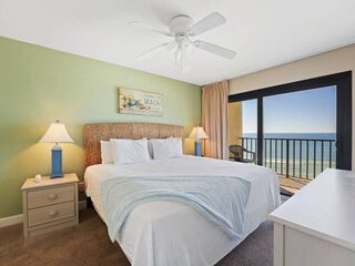 NEW LISTING! 1BR Condo w/ Gulf View Master Bedroom! Full Kitchen, FREE WiFi and