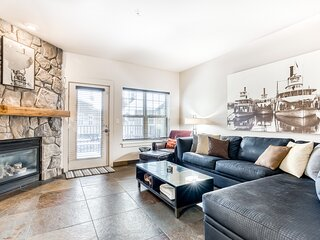 Modern, updated condo w/ shared pool/hot tub, easy access to skiing & more!