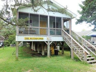Nutter Tree-Cozy, pet friendly cottage w/ fenced yard