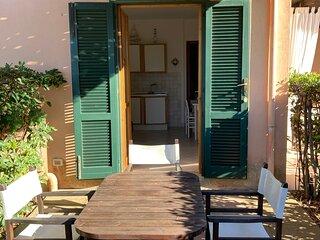 Bilocale situato a 100 metri dalla spiaggia di Nisporto.