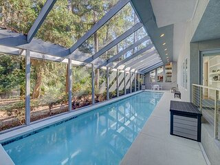 Modern Luxurious 7 Bedroom Sea Pines Home, Private Pool, Guest House