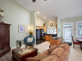Coconut Mallory #411, Key West Convenience + Resort Amenities, Pools, Hot Tub an
