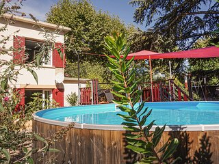 Nice home in Lamalou les bains with Outdoor swimming pool and 3 Bedrooms (FLH353