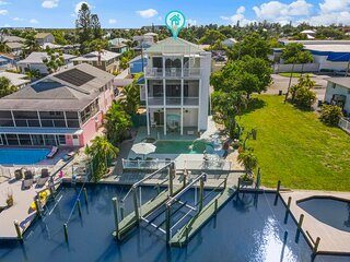Gorgeous Multi-Level Home Minutes From The Beach!