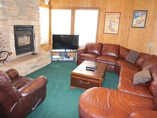 Beautifully Remodeled Condo Close to Rainbow Falls & Great Hiking! (Unit 691 at