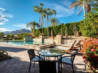 Luxury, Privacy & Newly Listed! Unbelievable Mnt Views - Private Pool w/ Fountai