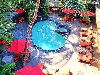 Bamboo Hotel Condo - Queen Studio with Balcony - Steps to Waikiki Beach