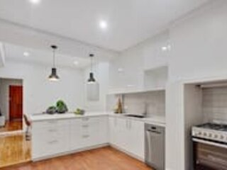 Recently Renovated★Short Walk To Adel Oval★1 Bedroom Cottage★North, holiday rental in Pooraka