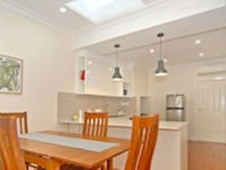 Short Walk To Adel Oval ★1 Bedroom Cottage ★ WIf I★ North Adelaide, vacation rental in Salisbury